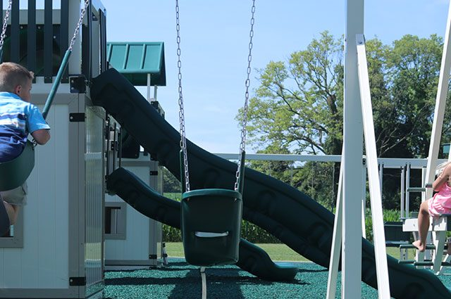 how much weight can a swing set hold