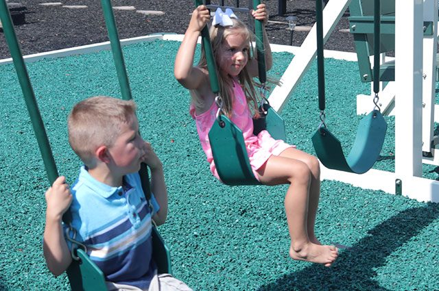 how to swing on a swing set